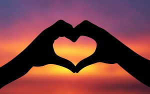 heart_love_sky_hands_silhouette_31365_300x188