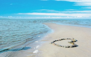 sea_love_romance_sun_water_sand_rocks_clouds_landscape_waves_beauty_coast_beach_93395_300x188
